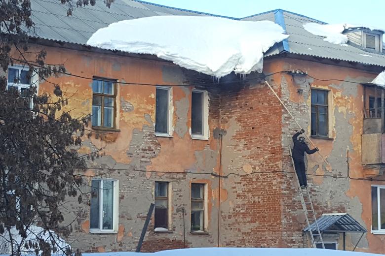 УглавыГУ МЧС поКемеровской области проходят обыски